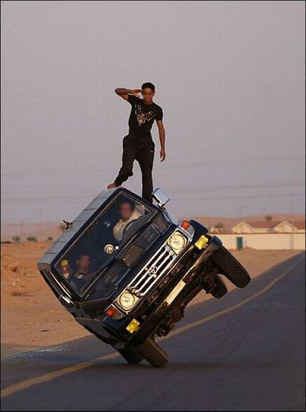 Crazy car stunts (14 pics)