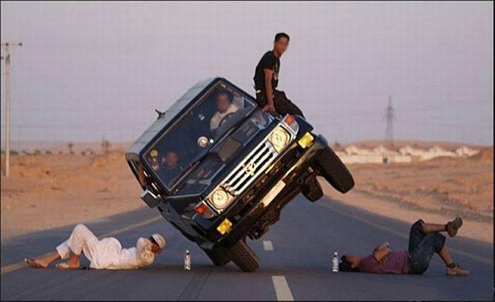 Crazy car stunts (14 pics)