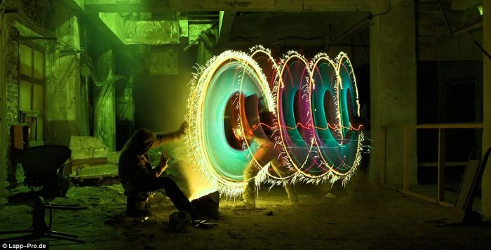 Amazing light graffiti (10 pics)