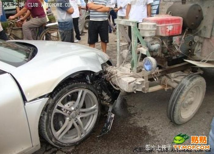 Only in China. Audi R8 vs Tractor (7 pics)