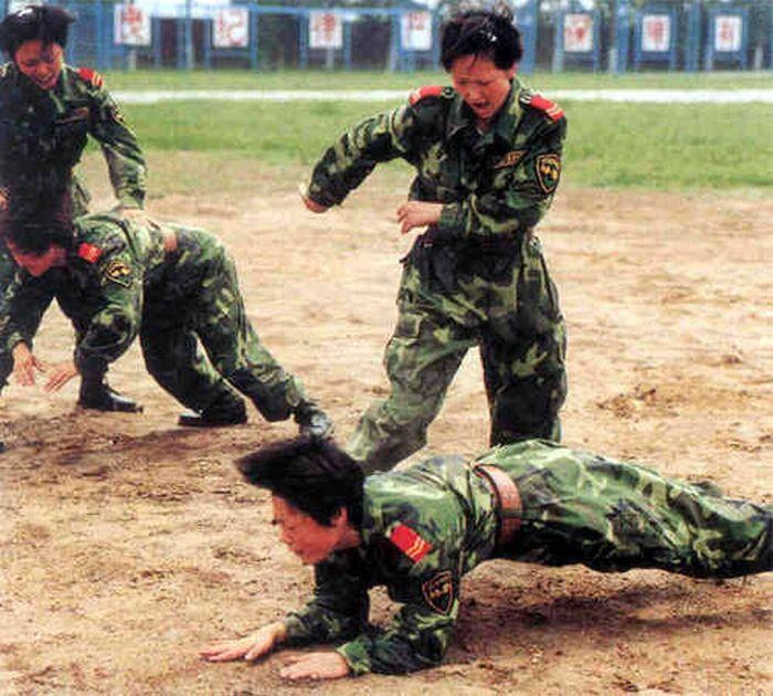 Chinese Military Girls (20 pics)