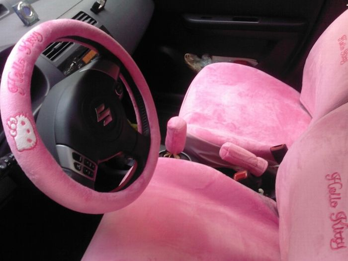 Hello Kitty Car (8 pics)