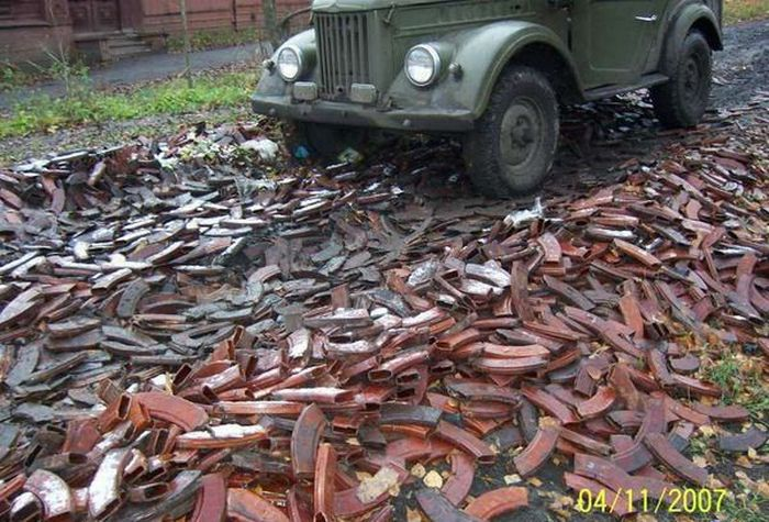 A road made of AK-47 magazines (7 pics)