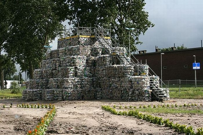 Trash Temple (30 pics)