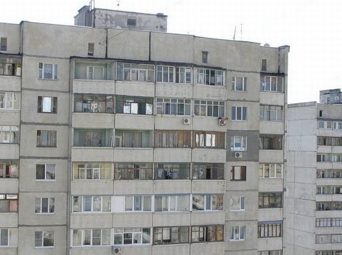How To Mount An Air Conditioner In Russian Way (3 pics)