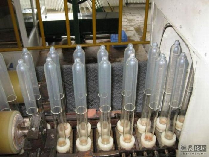 How the condoms are made (16 pics)