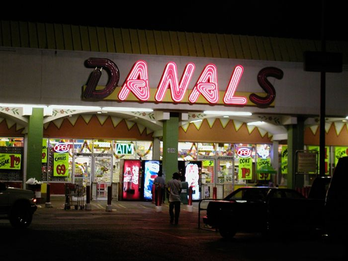 9 funniest neon light fails (9 pics)