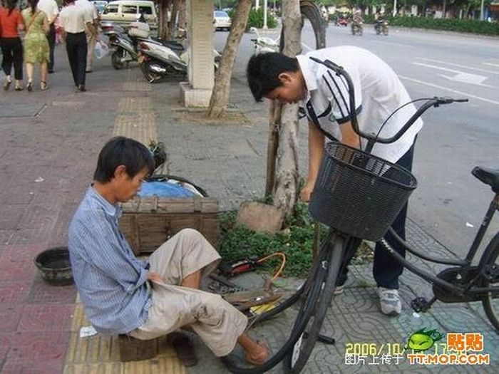 Armless guy from China (20 pics)