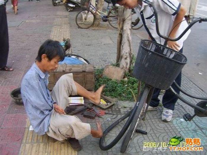 Armless guy from China (20 pics)