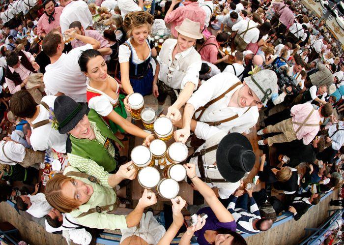 The Girls Of Oktoberfest 2009 (34 pics)