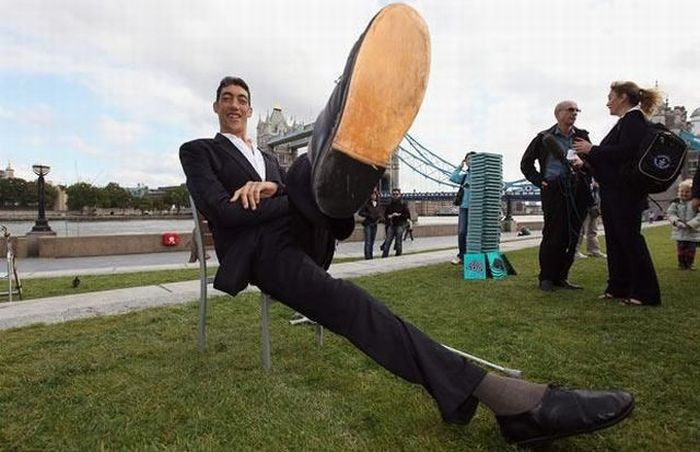 Sultan Kosen - world's tallest man (26 pics)