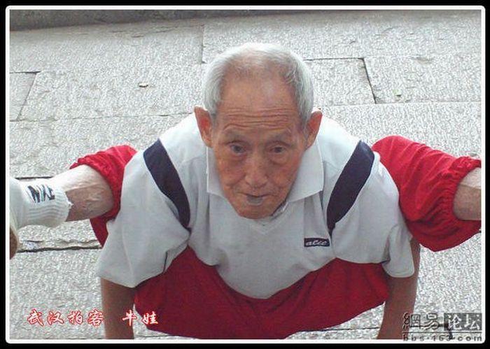 Strong Grandpa (11 pics)
