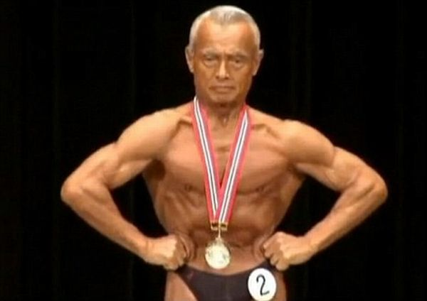 74 Years Old Bodybuilder (4 pics)