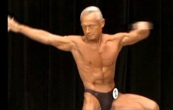 74 Years Old Bodybuilder (4 pics)