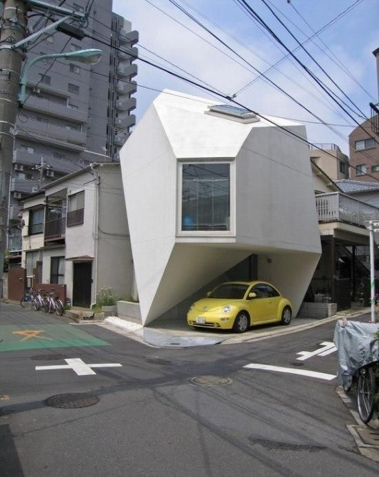 Strange-Shaped House In Tokyo (7 pics)