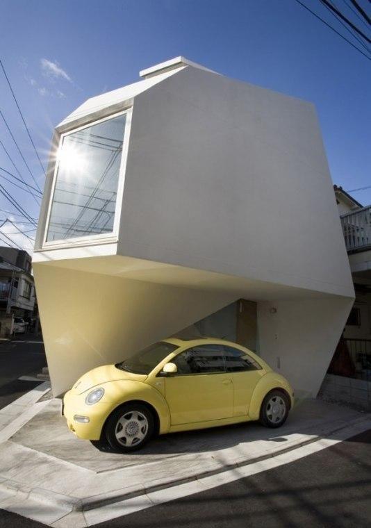 Strange-Shaped House In Tokyo (7 pics)