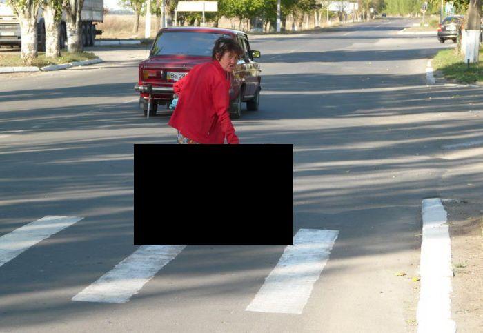 Road Crossing in Ukraine (4 pics)