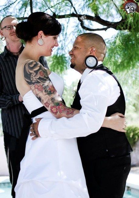 Usual Wedding Of An Unusual Couple (7 pics)