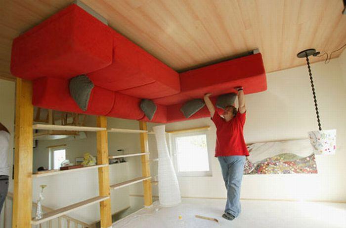 Upside Down House (8 pics)