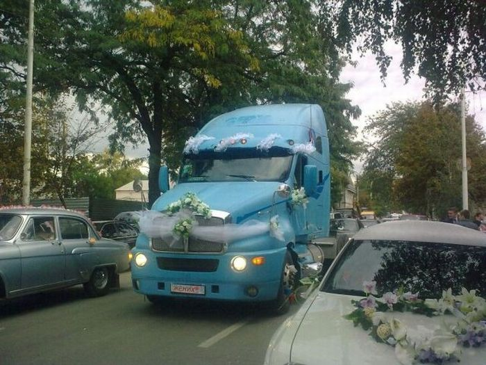 Wedding Lorry (5 pics)
