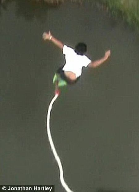 Bungee Jumping Accident (5 pics + video)