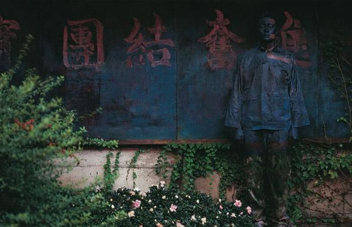 The invisible man Liu Bolin (18 pics)
