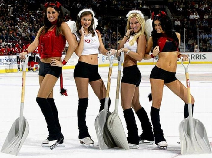 Beautiful NHL Ice Crew Girls (15 pics)