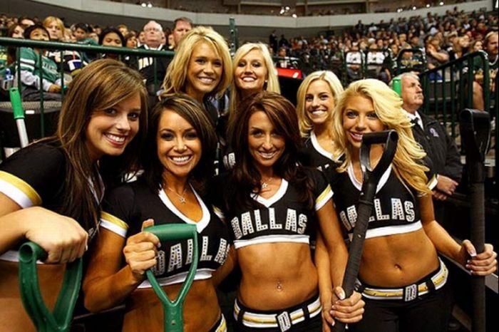 Beautiful NHL Ice Crew Girls (15 pics)