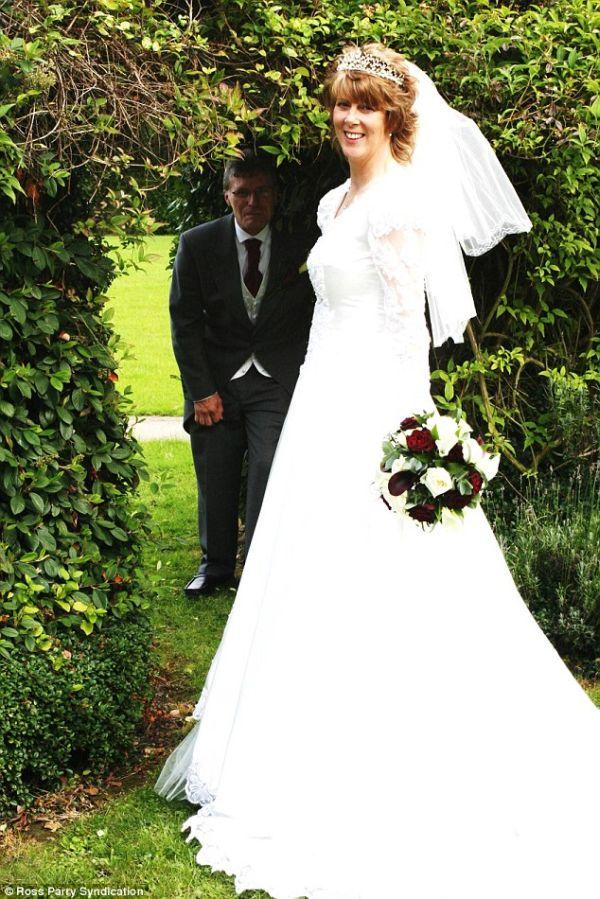 Newlyweds win £1,500 compensation (8 pics)