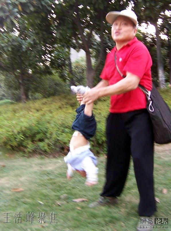 Chinese Grandpa And His Grandson (7 pics)