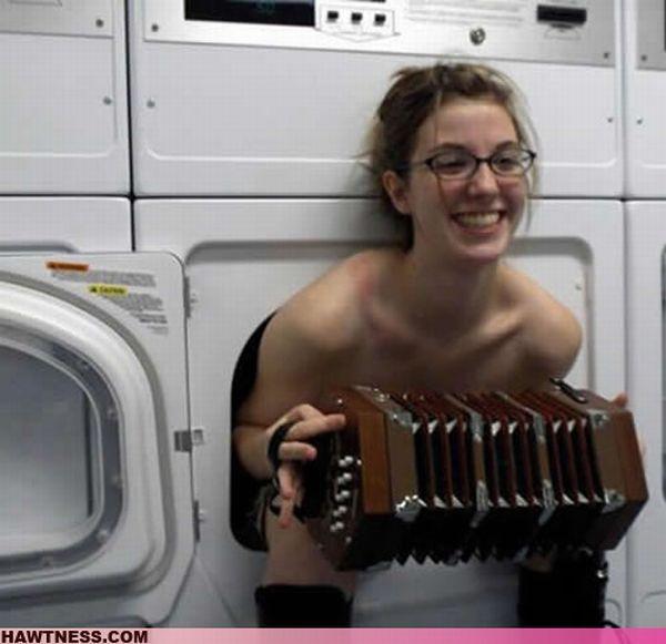 Hot Girls Doing Strange Things (42 pics)