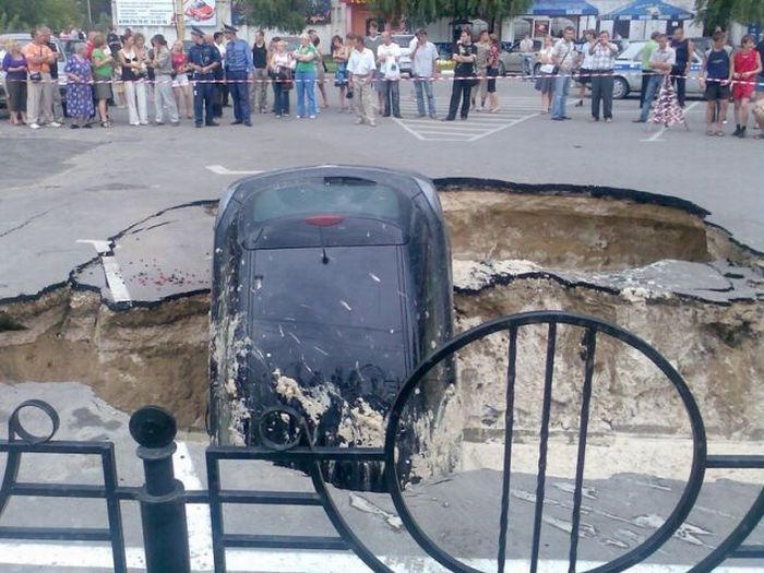 Parking Lot Accident In Russia (9 pics)