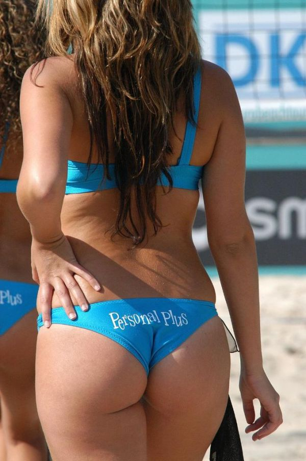 Girls beach volleyball boobs