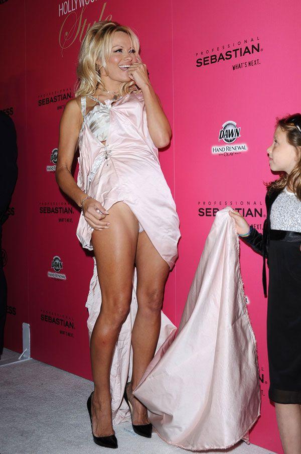 Pamela Anderson Upskirt (10 pics)