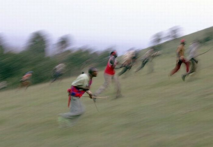 The Great Bow Battle Of The Olmelil Valley in Kenya (18 pics)