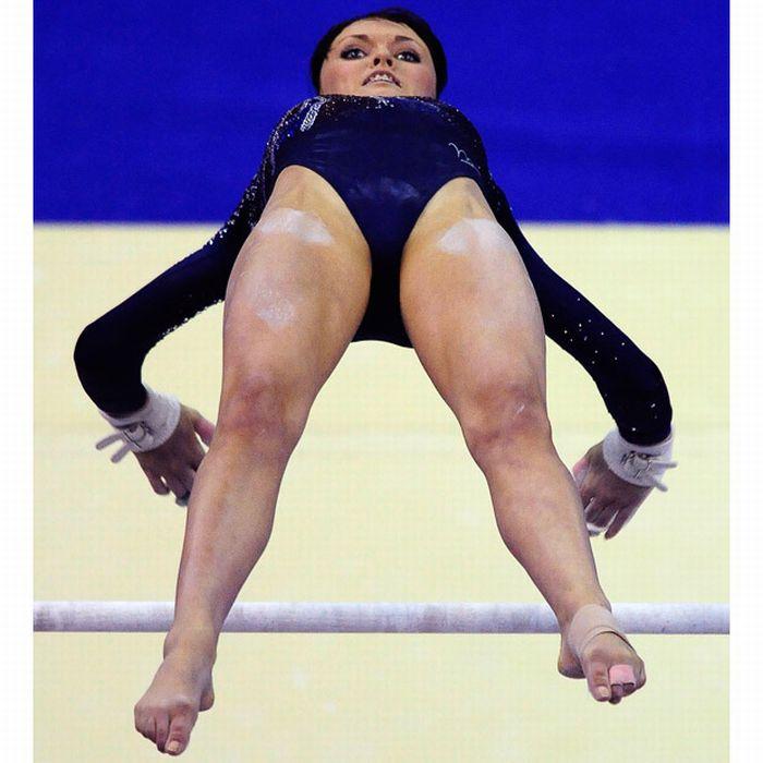 Women Gymnasts (21 pics)