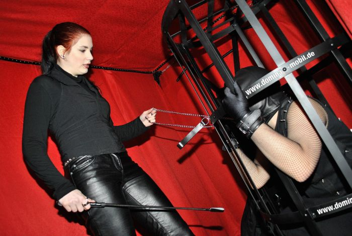 Domina Van From Berlin (13 pics)