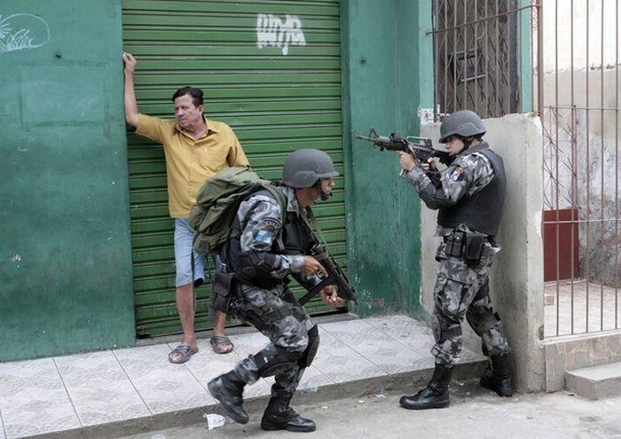 War In Rio Da Janeiro Slums (35 pics)