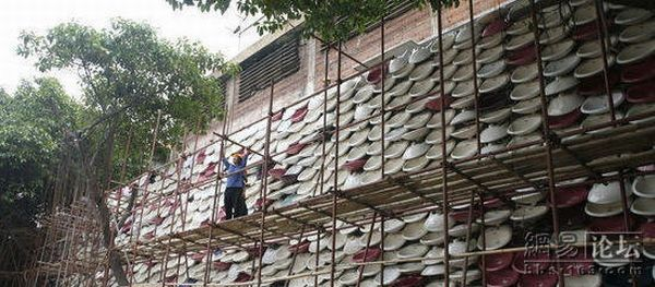 Great Chinese Toilet Wall (20 pics)