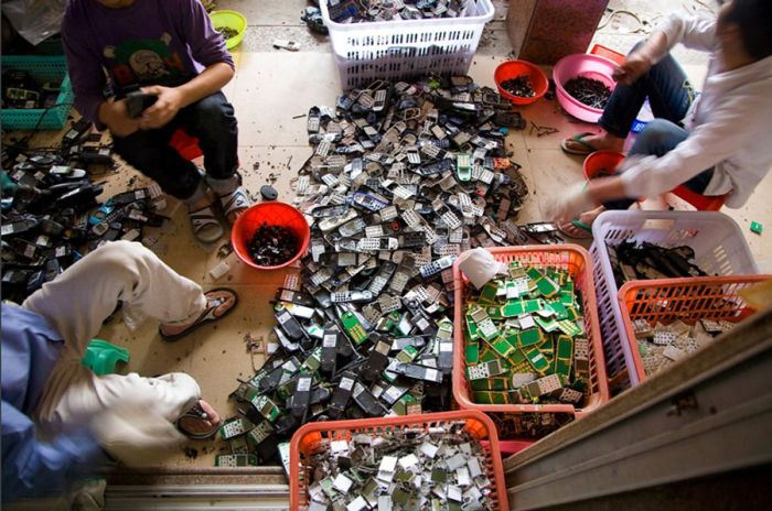 E-Waste in Guiyu (15 pics)