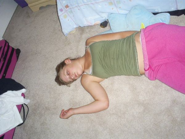 Passed Out Girls (153 pics)