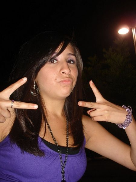 Girls With Gangsta Signs (47 pics)