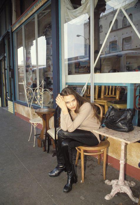 Angelina Jolie In 1994 (17 pics)