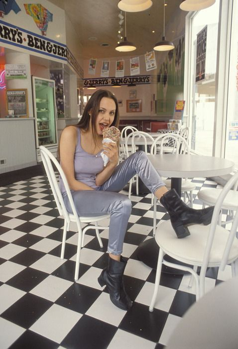 Angelina Jolie In 1994 (17 pics)