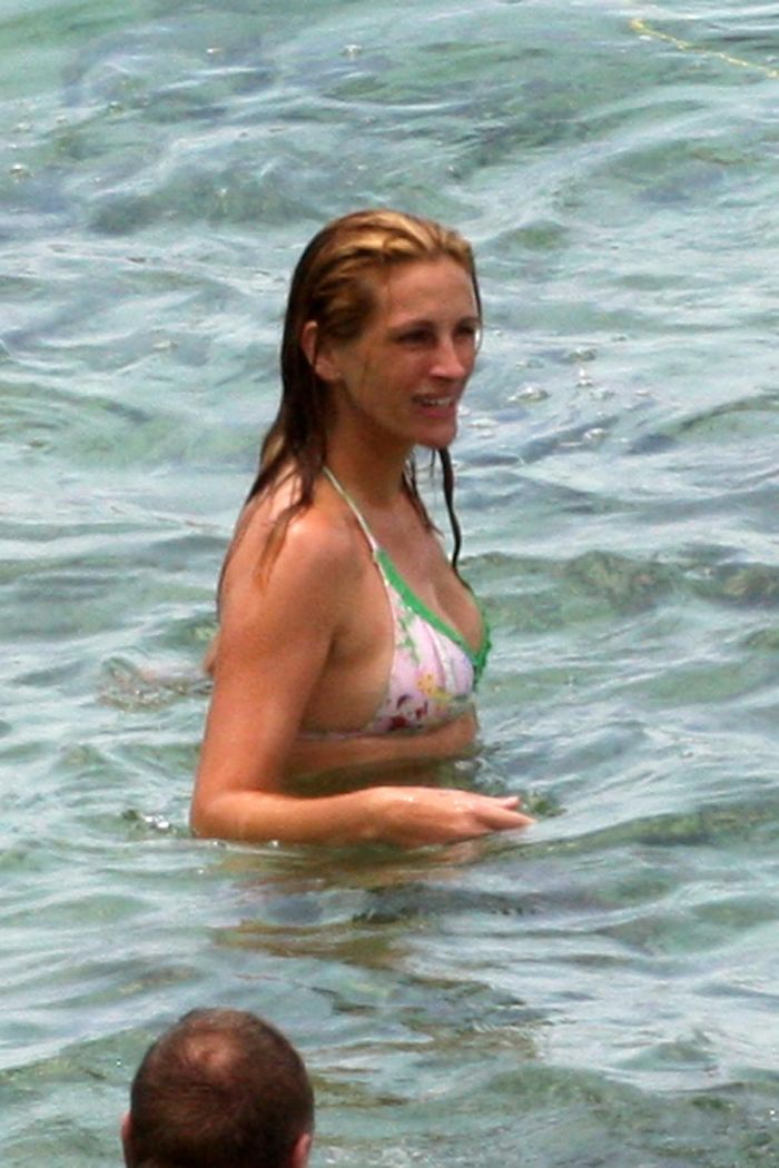 Julia Roberts In Bikini 6 Pics-5601