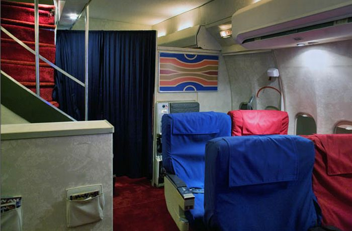 First-Class Pan Am Cabin in a Garage (8 pics)