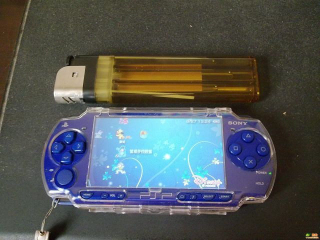 What A Tiny PSP. Wait, What? (4 pics)
