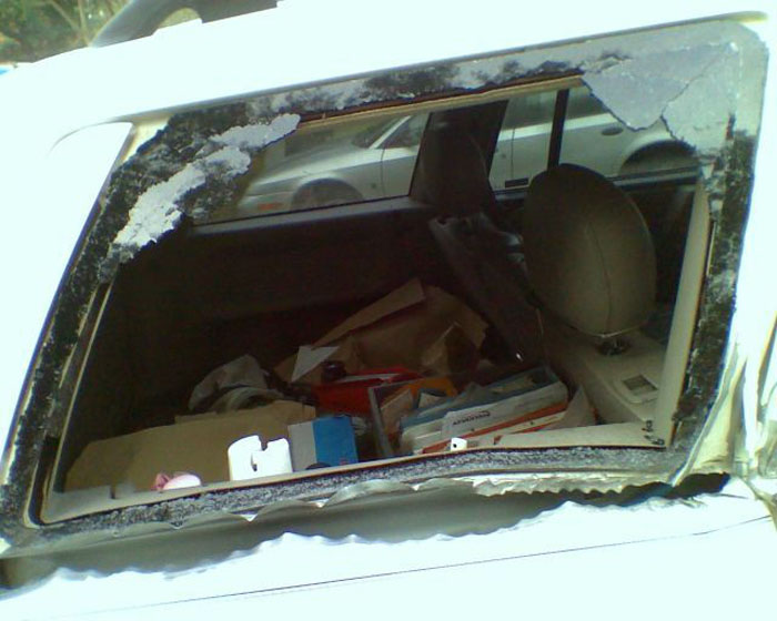 Grand Cherokee vs Mailbox (21 pics)