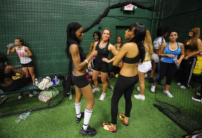 The Other Side of Lingerie Football League (35 pics)