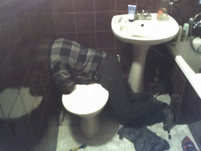 OMG! Where Is His Head? (2 pics)